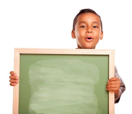 hispanic boy: Lindo Boy de hispanos holding pizarra en blanco aislado sobre un fondo blanco.
