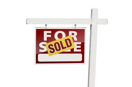 real estate sold: Rojo vendido para se�al de venta inmobiliaria Foto de archivo