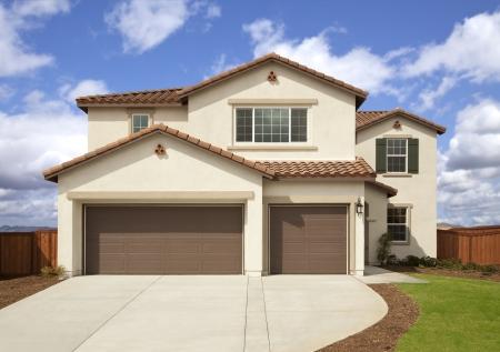 Een nieuw gebouwd, modern Amerikaans huis.