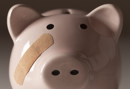 pahalı: Piggy Bank with Bandage on Face on Gradated Background. Stok Fotoğraf