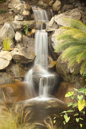 Mooie Japanse Zen Garden Stream met Time-Lapse Slow Shutter. Stockfoto