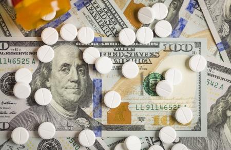 新たに設計された米国に散らばって薬100 ドル札。