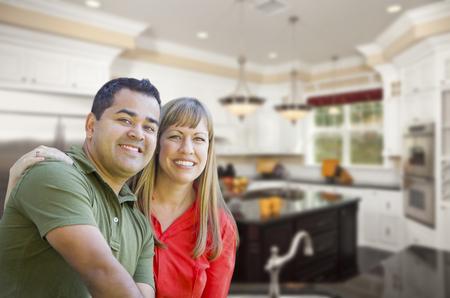 mixed race couple: Feliz pareja de raza mixta Dentro Hermosa cocina personalizada. Foto de archivo