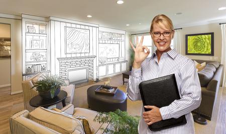 Gelukkige Vrouw met Ok Teken Over Aangepaste woonkamer en ontwerptekening. Stockfoto