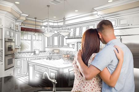 Junge Military Paar, das inneren Custom Kitchen und Design Zeichnung Kombination.