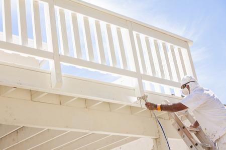 caritas pintadas: Pintor El uso Facial Spray de protección Pintura Una cubierta de un hogar.