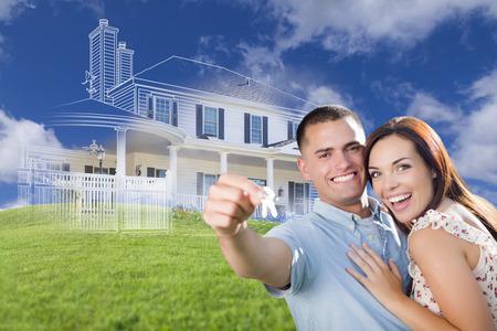 Happy Couple militare della holding chiavi di casa con fantasma Casa disegno, una fotografia parziale e verdi colline dietro.