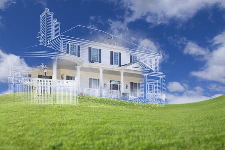 viviendas: Hermoso Custom House Dibujo y Ghosted Casa Sobre el campo de césped. Foto de archivo