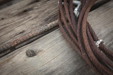oxidado: Resumen oxidado envejecido ropa TV por cable que pone en el Antiguo tablones de madera.