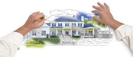 zeichnen: Männliche Hände Skizzen mit Bleistift den Umriss eines Haus mit Foto zeigt durch. Lizenzfreie Bilder