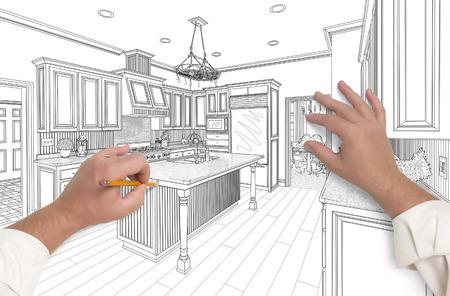 Männliche Hände Skizzen mit Bleistift den Umriss eines Beautiful Custom Kitchen.