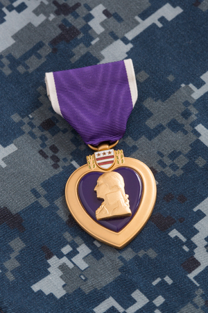 Purple Heart War Medal on Navy Camouflage Material Archivio Fotografico