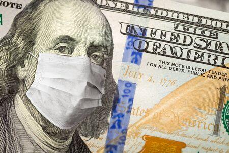 One Hundred Dollar Bill With Medical Face Mask on Face of Benjamin Franklin. Foto de archivo