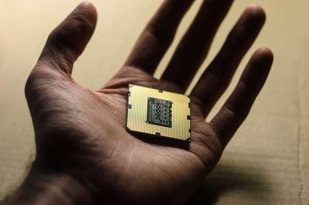 Gold processor chip in hand 版權商用圖片