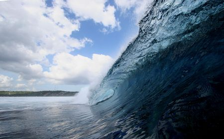 here's: Indonesia serves up perfect waves practically year round. Heres one that finds Nusa Lembongan.
