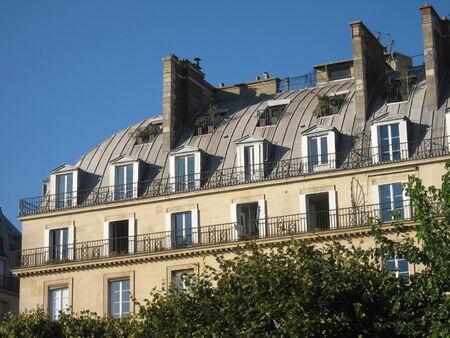 frontage: Apartment building frontage - Paris