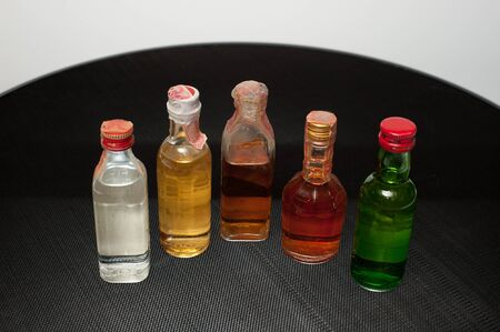 Small sizes of different alcohol bottles with caps on. Banco de Imagens