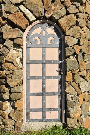 華やかな金工とガードの家と石壁 写真素材