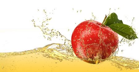 manzana agua: Apple en jugo. Foto de archivo