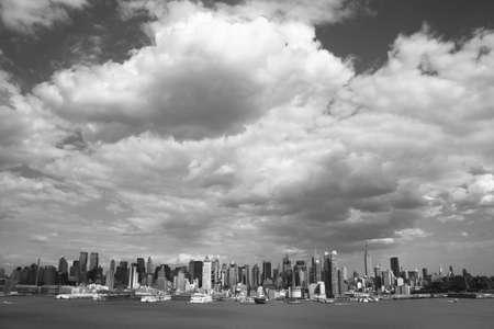 hudson river: New York City Skyline - Black and White
