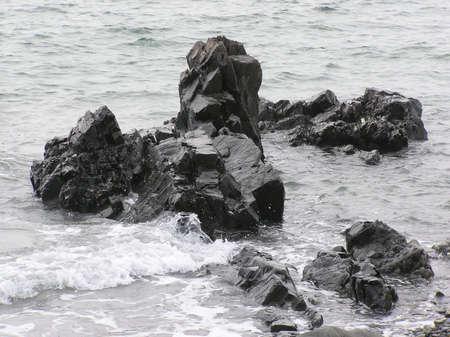 岩が多い海岸線 写真素材