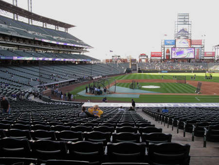 denver parks: Denver, Colorado - September 30, 2009: Early arriving fans at Coors Field, downtown home of the Colorado Rockies Editorial