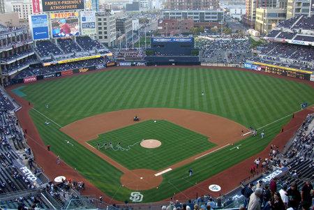 San Diego, Californië - 27 April 2007: Petco veld, centrum stad stadion van de Padres op Trevor Hoffman nacht