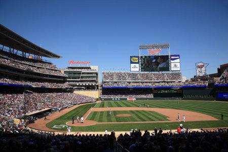 ballpark: Minneapolis, 22 de abril de 2010,: Campo de destino, nuevo estadio de los Minnesota Twins vuelve al aire libre de b�isbol a las ciudades gemelas Editorial