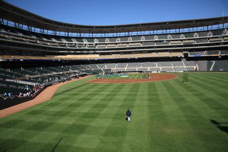ballpark: Minneapolis, el 22 de abril de 2010: Campo de destino, nuevo estadio de b�isbol de los Minnesota Twins devuelve al aire libre de b�isbol a las ciudades gemelas