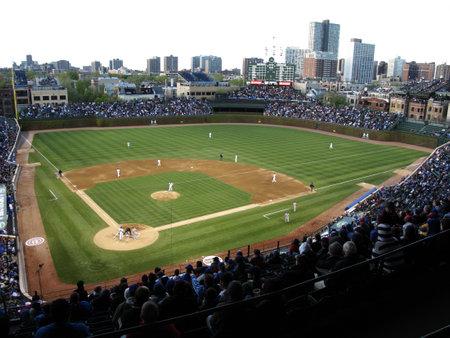 Chicago, Illinois - 26 April 2010: Wrigley Field nacht spel putjes van de Chicago Cubs tegen de Washington Nationals