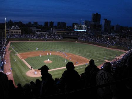 Chicago, Verenigde Staten - 26 april 2010: Rare Wrigley Field nacht spel putjes van de Chicago Cubs tegen de Washington Nationals
