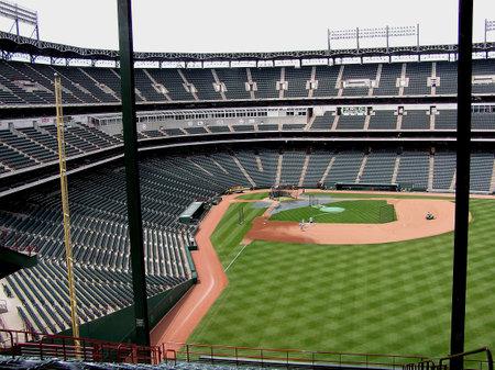 ballpark: Arlington, Texas - el 18 de mayo de 2004: Un vac�o Ballpark Rangers en Arlington, tal como se ve desde el outfield