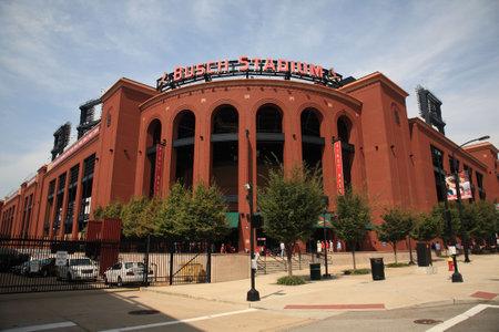 ballpark: St. Louis, el 18 de septiembre de 2010: Busch Stadium, estadio centro de la ciudad de los Cardinals, antes de un partido de bsaeball de finales de temporada.