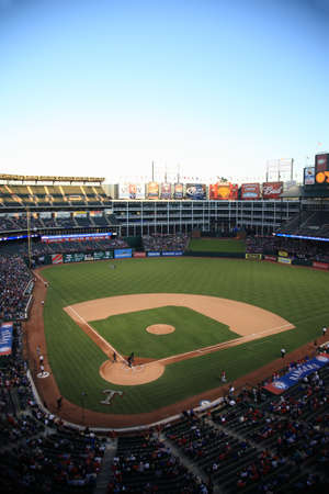 ballpark: Arlington, Texas - el 27 de septiembre de 2010: Un temporada finales Liga Americana juego de b�isbol en Texas Rangers Ballpark en Arlington.