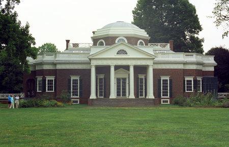 Monticello, Virginia - 29 juni 2007: Toeristen in Monticello, het landgoed van Thomas Jefferson, schrijver van de Verklaring van Onafhankelijkheid.