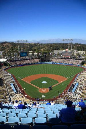Los Angeles - 30 juni 2012: Een zonnige dag Dodgers baseball wedstrijd in Dodger Stadium. Redactioneel