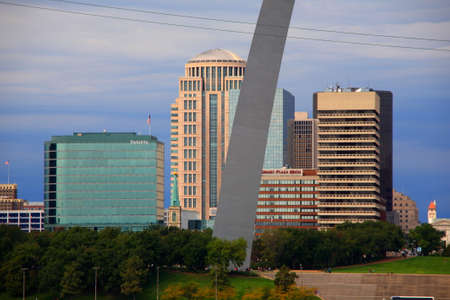 louis: St. Louis, Missouri - September 26, 2009: View of the St. Louis skyline and the historic Gateway Arch in Missouri.
