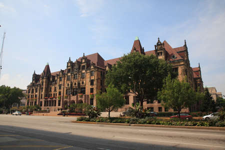 tucker: St. Louis, Missouri - September 18, 2010: Landmark St. Louis City Hall on Market Street.