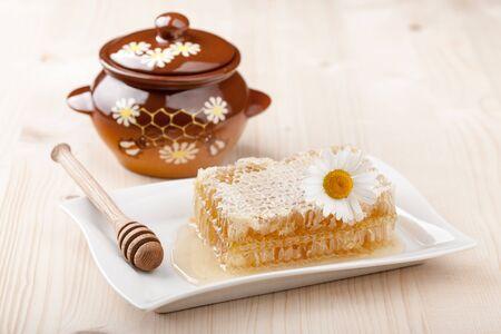 honey comb: Honey comb and honey pot on wooden table