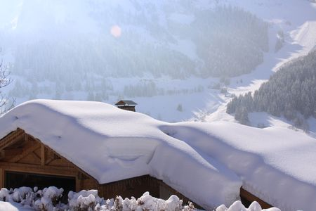 chalet roof under the snow in the alps Stock Photo - 5498314