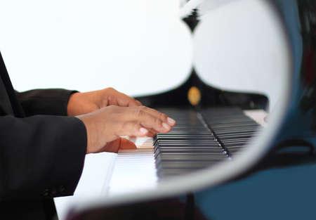 joueur de piano: mains d'un joueur de piano Banque d'images