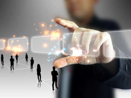 sencillez: Hombre de negocios la celebración de pantalla táctil