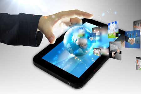 touchscreen: la mano de negocios la celebraci�n mundo en Tablet PC