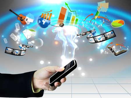 Concepto de Internet en la pantalla del teléfono móvil táctil