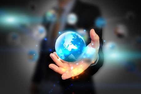 lideres: mundo holding mano