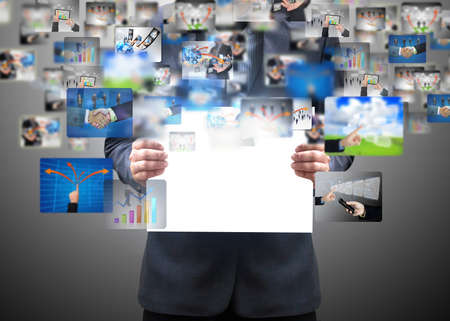 ビジネス カードを保持している実業家 写真素材
