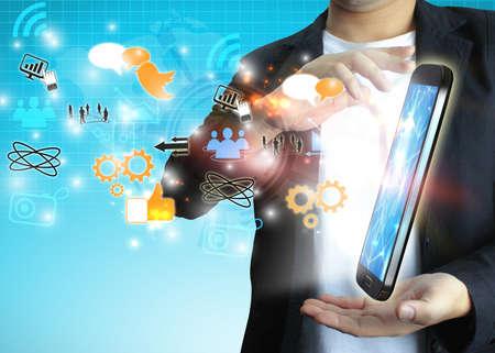 network marketing: hombre de negocios con concepto de medios sociales.
