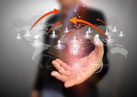 Businessman holding soziales Netzwerk