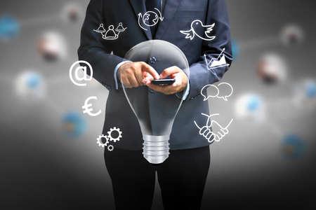 Zakenman met behulp van een slimme phone.business ideeën