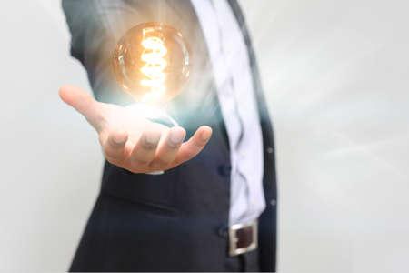 손 전구를 들고, 아이디어 개념 스톡 콘텐츠